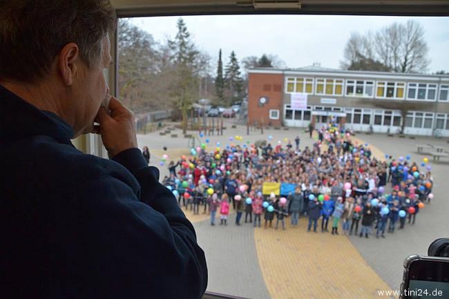 Der abschließende Flashmob der Schüler rührte Hans-Georg Rath zu Tränen. (Foto: René Kleinschmidt)